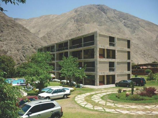 Hotel Rumi Wasi: Vista general del hotel y sus piscinas