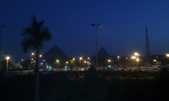 Mercure Cairo Le Sphinx: View of the pyramids at night from the hotel