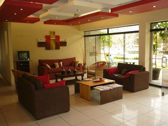 Hotel Rumi Wasi: Recepción y lobby del hotel