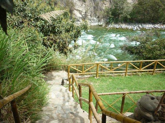 Hotel Rumi Wasi: Acceso al río por la misma propiedad del hotel