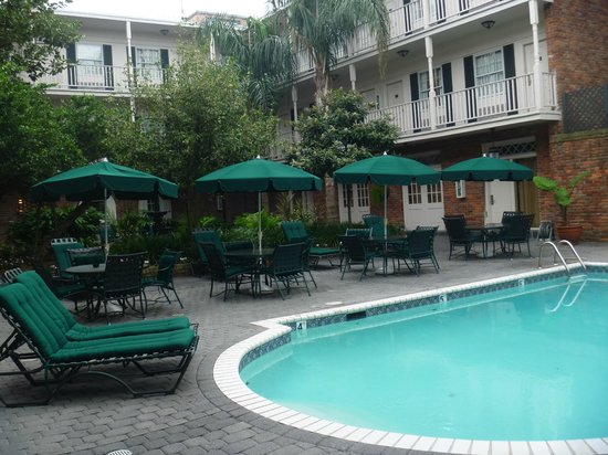 BEST WESTERN PLUS French Quarter Landmark Hotel: Nice pool -but not heated -too cold to swim in -Dec 2012