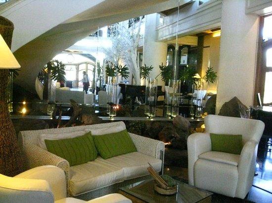 โรงแรม วิเวียร์: lobby