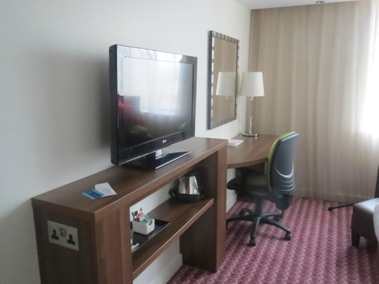 Hampton by Hilton Birmingham Broad Street: room
