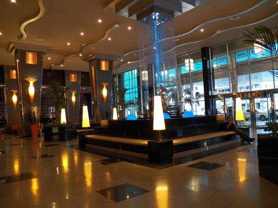 Hotel Riu Plaza Panamá: ENTRADA AL HOTEL