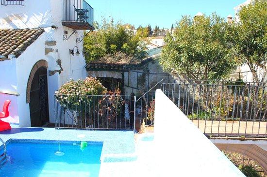 Hotel Enfrente Arte: piscine jardins