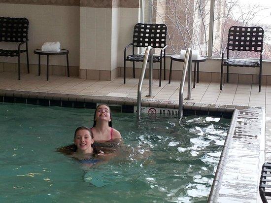ฮิลตันการ์เด้นอินน์ เลคฟอเรสต์เมทตาวา: Awesome indoor pool!