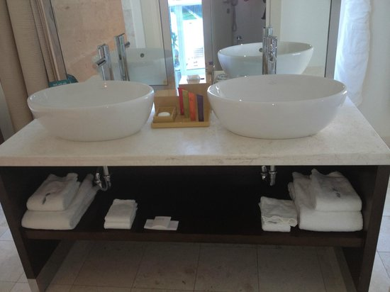 Kimpton EPIC Hotel: Vanities