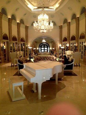 Hilton Mumbai International Airport: main lobby