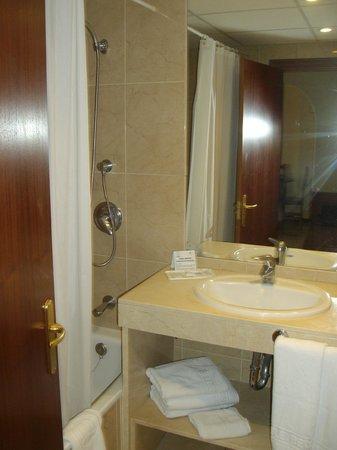 هوتل ميرامار فوينجيرولا: baño