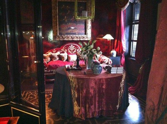 Blakes Hotel: zona de estar en la habitación