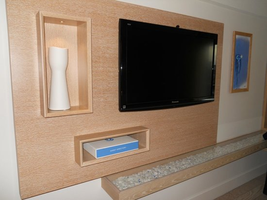 Allegria Hotel : TV in room