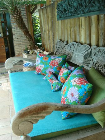 Hotel Pousada Guarana : Poolside couch