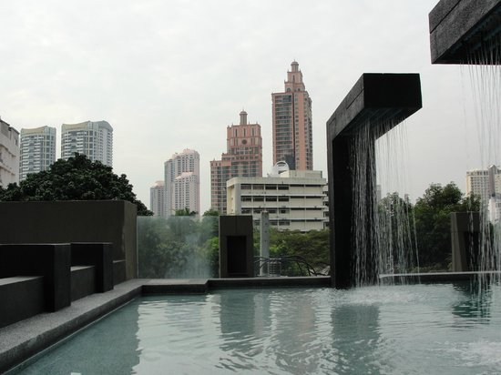 Golden Tulip Mandison Suites: en la piscina