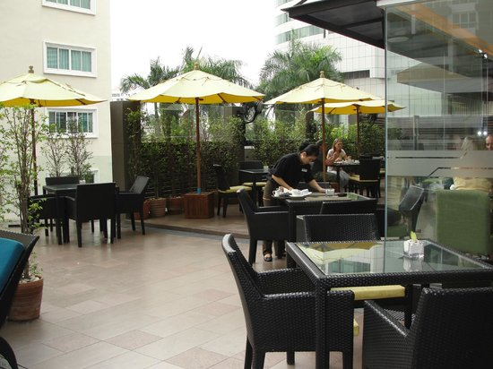 Golden Tulip Mandison Suites: la terraza-comedor