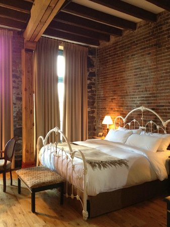 Auberge du Vieux-Port: dreamy bed