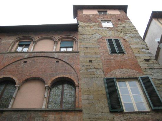 B&B L'Antica Bifore : l'edificio medievale