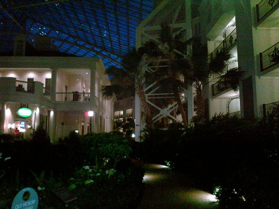 Gaylord Opryland Resort & Convention Center: Inside the Magnolia Atrium at night