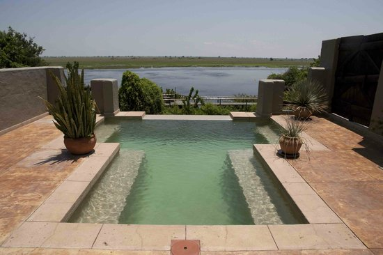 Chobe Game Lodge: View over swimming pool on the Chobe river - room #408