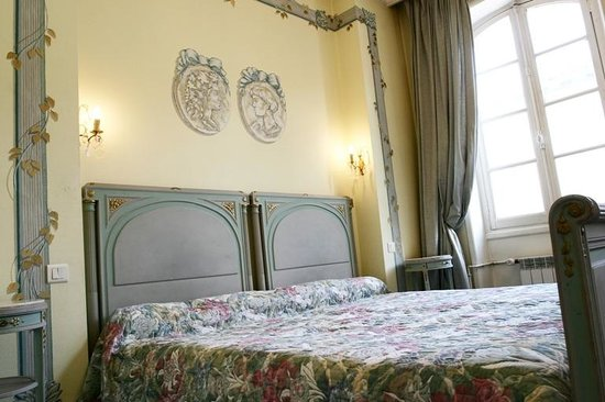 chambre privil ge picture of hotel de france auch tripadvisor. Black Bedroom Furniture Sets. Home Design Ideas
