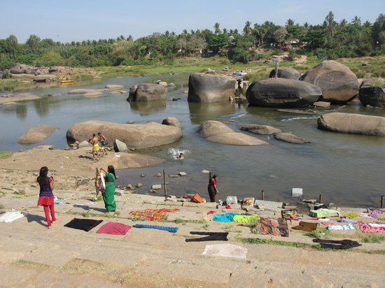 Hampi's Boulders: The Hampi Boulders car stops us on the other side, we cross with a 10 roupies per person boat