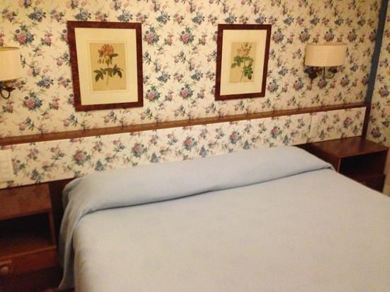 La Residence & Idrokinesis: la nostra camera. stile antico, ma perfetta come manutenzione e pulizia.