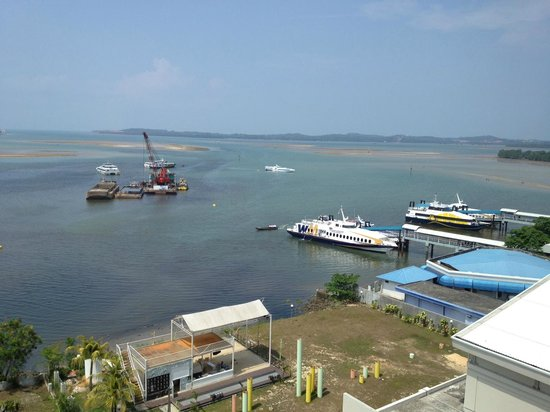 HARRIS Hotel Batam Center: Try to get a view of the sea if you like seaview