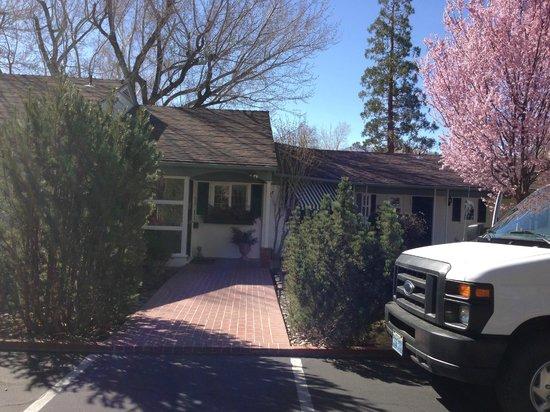 Joseph House Inn: Entrance to the house