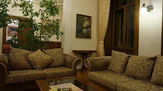 Malostranska Residence: Гостиная, зона с диванами