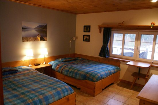 Alpenglow Bed and Breakfast: North Star room, two Queen beds, private ensuite bathroom