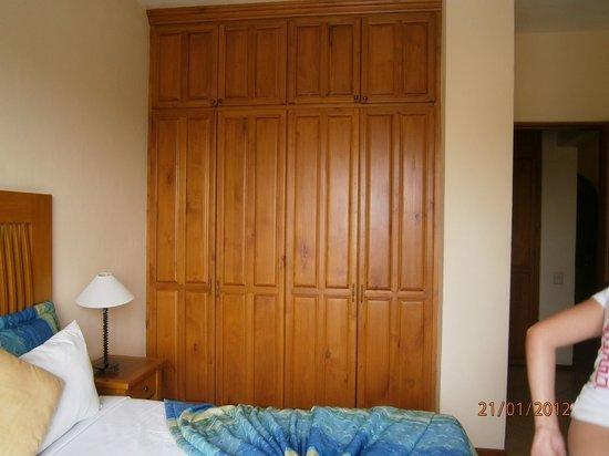 El Ameyal Hotel & Family Suites: Gran armario.