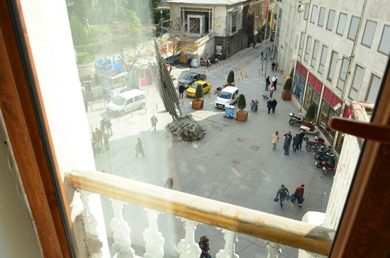 Serene Hotel Istanbul : View of Istiklal Ave. from the window