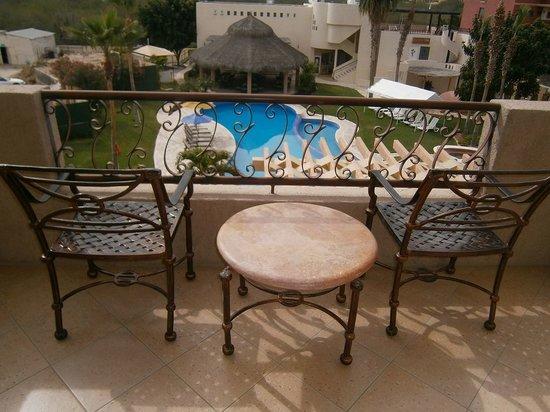 El Ameyal Hotel & Family Suites : Descansar viendo hacia la alberca.