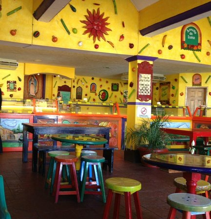 Tepoznieves : Colorful inside