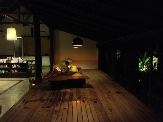 The Sundays Sanctuary Resort & Spa: лобби