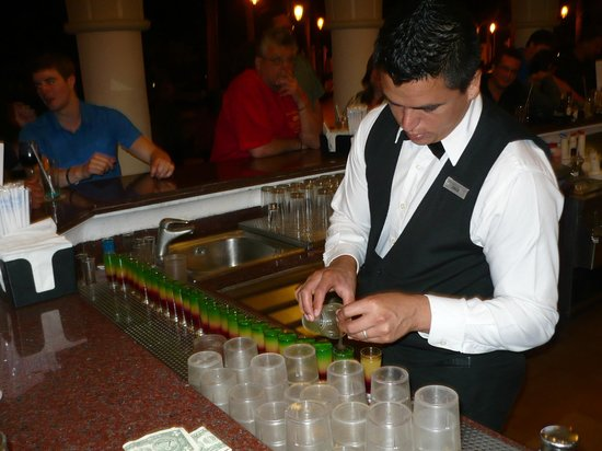 Hotel Riu Vallarta: Jorge was one of the awesome bartenders at the evening bar
