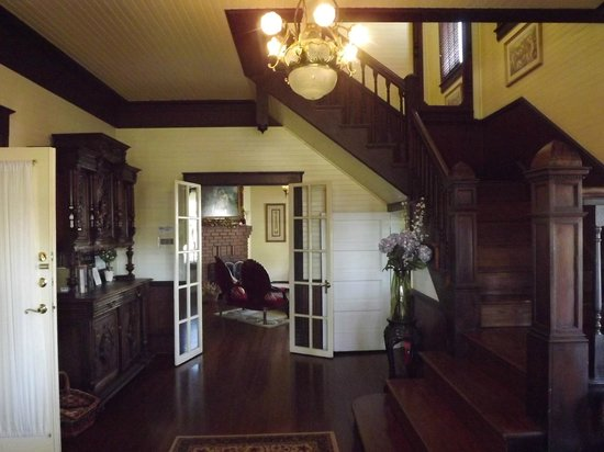 Coombs House Inn: Coombs Villas entryway.