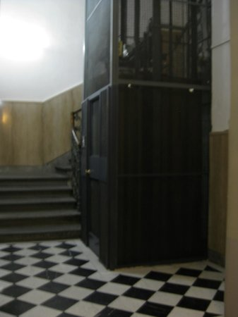 Residenza Giotto: The elevator up to the hotel