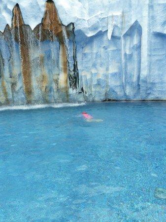 สวนน้ำ สแปลช จังเกิ้ล: Вот такие белоснежные айсберги...
