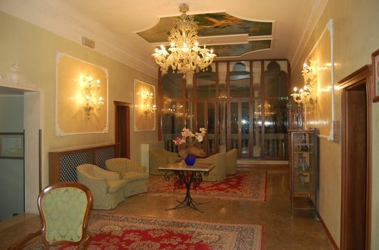 Hotel Pausania: Lovely first floor sitting room for guests