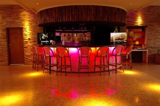Empress Hotel: Lobby bar