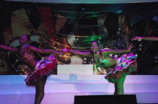 Royal Decameron Punta Centinela: Bailarinas show nocturno