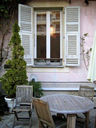 Nice Garden Hotel: The garden
