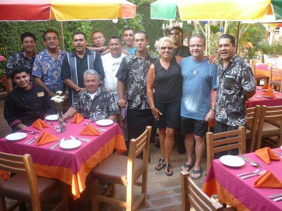 Casa Fantasia: FAMILY PHOTO WITH THE STAFF