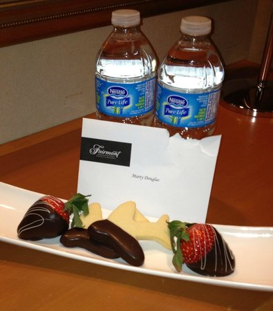 Fairmont Vancouver Airport: Just a little welcome something . . .