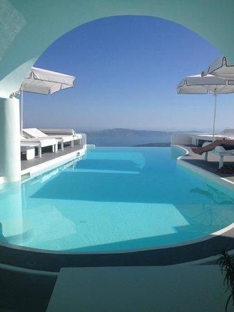 Chromata Hotel: The pool area