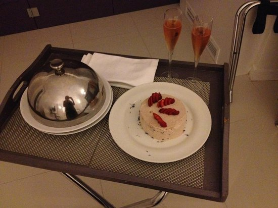 Chromata Hotel: My birthday cake and champagne from the hotel