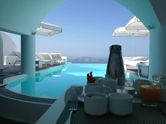 Chromata Hotel: Breakfast next to the pool