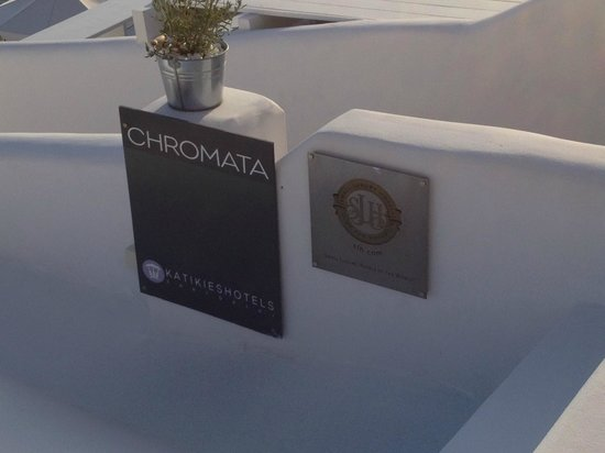 Chromata Hotel: Hotel sign
