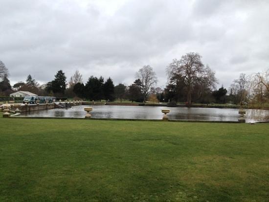 Royal Botanic Gardens, Kew: no flowers to be seen ! march 2013