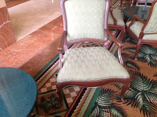 Long Beach Marriott: example of furnishings